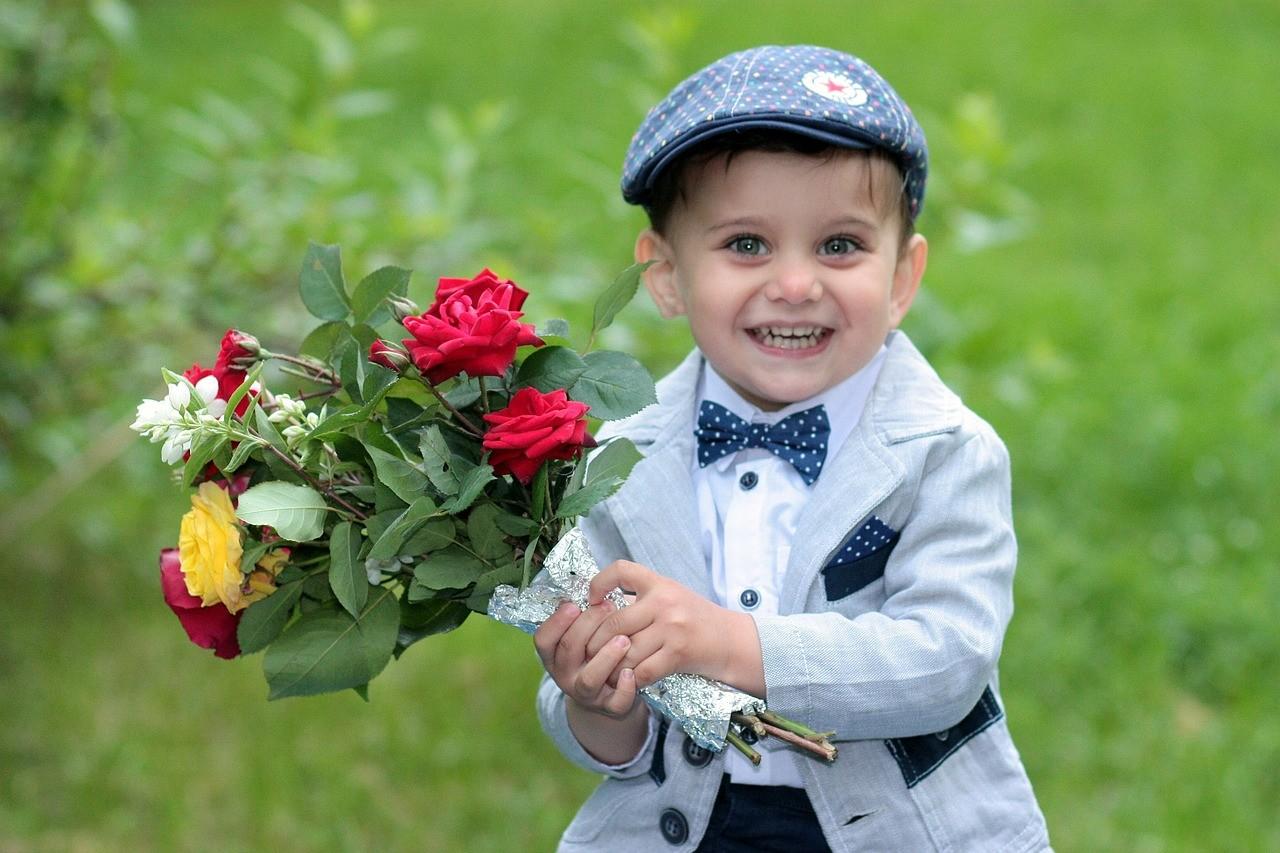 Фото с мальчиком с цветами